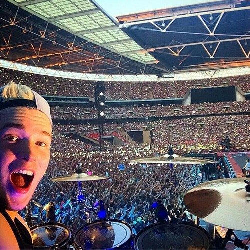 JD on tour with 1D