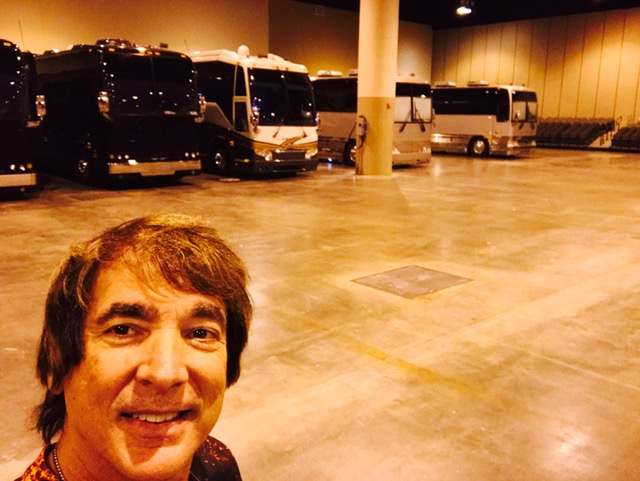 Saying goodbye to the tour buses. Photo credit: Walfredo Reyes, Jr.